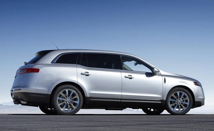 2016 Lincoln MKT Side