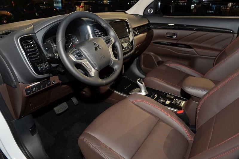 video - Mitsubishi Outlander Interior