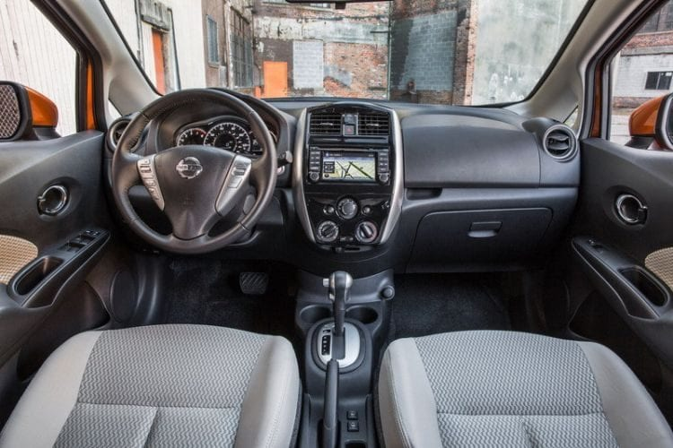 2017-nissan-versa-note interior