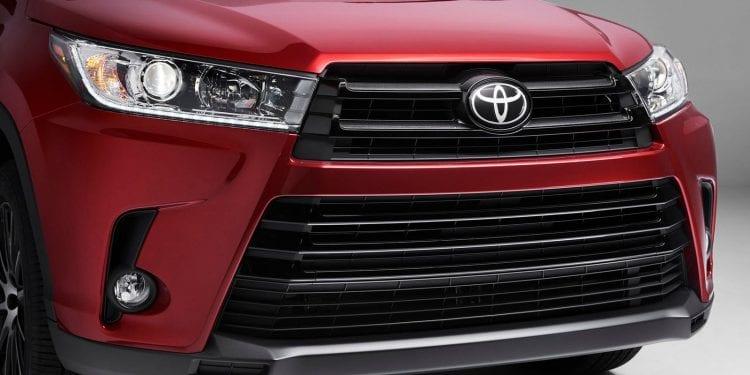 2017 Toyota Kluger front light