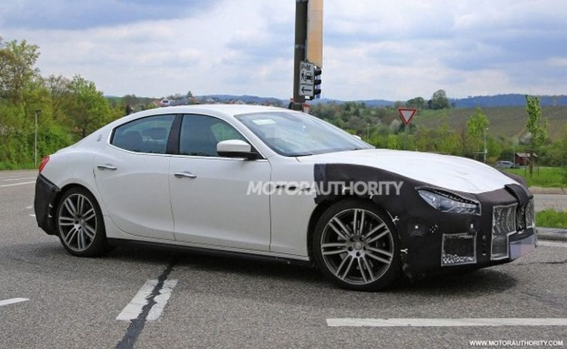 2018 Maserati Ghibli side view 2