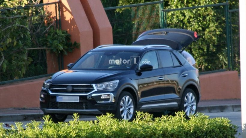 2019 volkswagen t roc spy photos price release date review news. Black Bedroom Furniture Sets. Home Design Ideas
