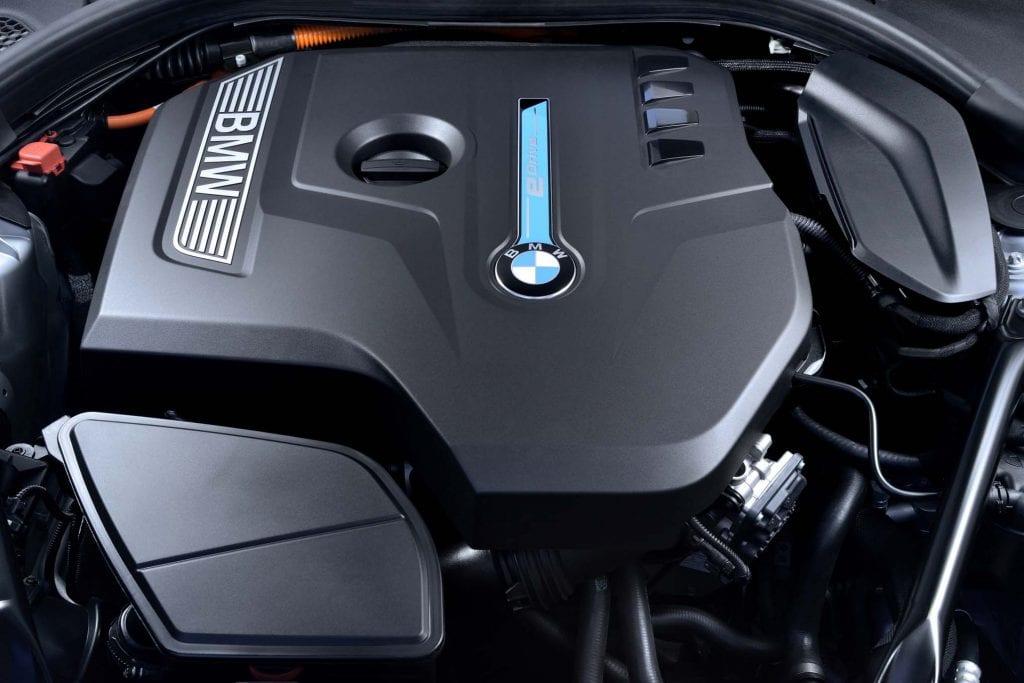 2018 BMW 530e engine