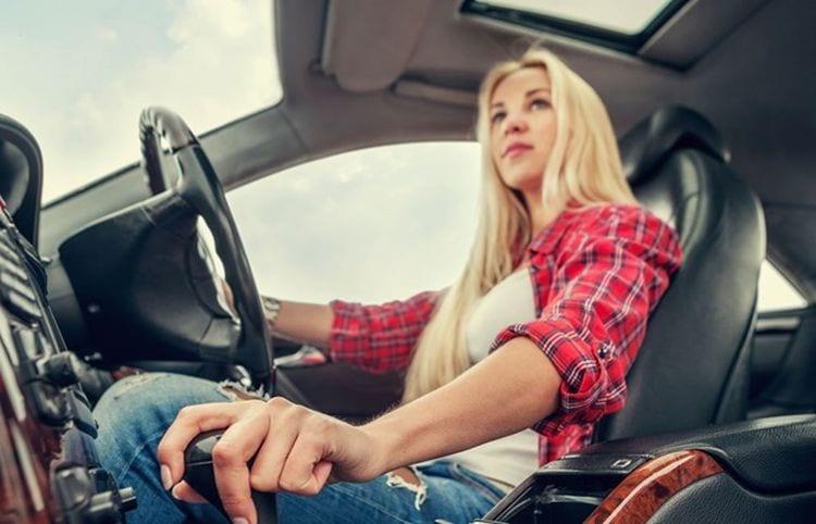 12 Reasons We Should All Drive Manual Cars